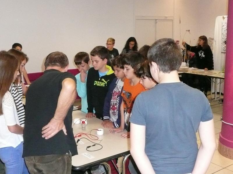 Les élèves du collège St Louis de Tournon participent à la fête de la science.