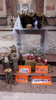 Célébration de Noël pour les enfants du Teil à la grande chapelle de la maison diocésaine